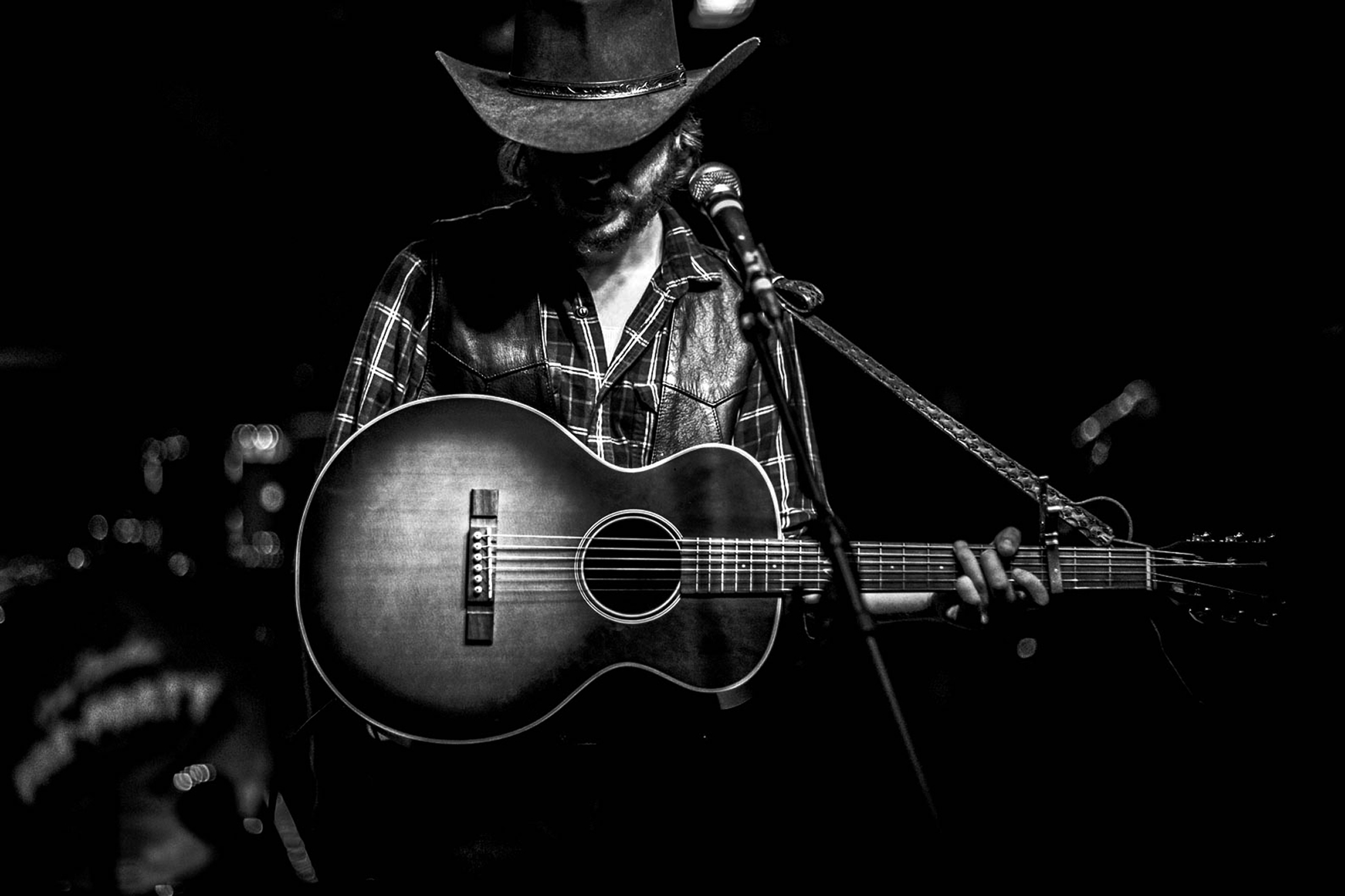 Dark empty room with window - Colter Wall And Tyler Childers